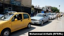 طابور من السيارات امام محمطة للوقود(من الارشيف)