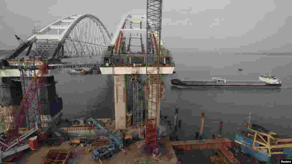 Будівництво профінансували на 70%, розповів начальник управління російських автодоріг «Тамань» Роман Новиков