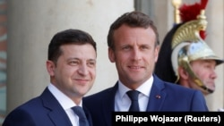 French President Emmanuel Macron (right) meets Ukrainian President Volodymyr Zelenskiy at the Elysee Palace in Paris on June 17.