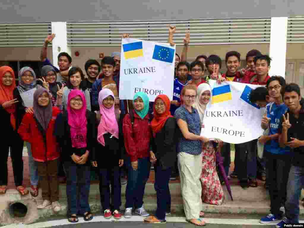 Євромайдан в Куантані(Малайзія), 25 листопада 2013 року (фото з Facebook Anna Va)