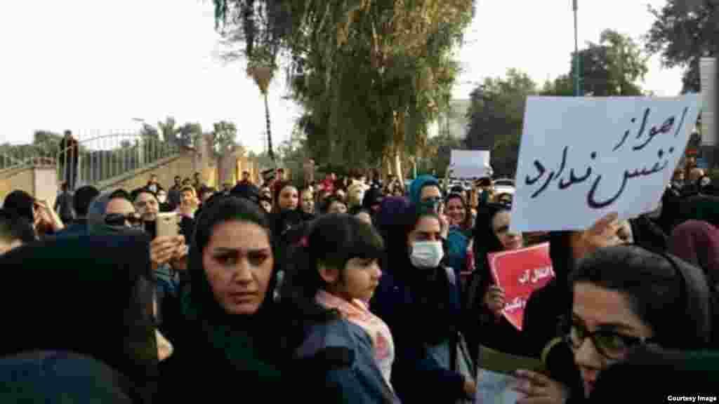 اعتراض به ریزگردها و آلودگی هوا در استان خوزستان و سیستان و بلوچستان. عکس از یک کاربر رادیو فردا از اهواز