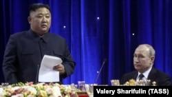 Лідер КНДР Кім Чен Ин і президент Росії Володимир Путін (праворуч). Владивосток, 25 апреля 2019 року