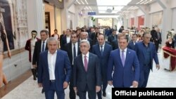 Armenia - President Serzh Sarkisian (C), other officials at the opening ceremony for the Rio shopping and entertainment mall in Yerevan,13Nov,2017