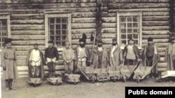Прикованные к тачкам. Воеводская тюрьма. Сахалин. Начало 1890-х годов