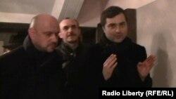 По неофициальной информации, Сурков намерен отказаться от услуг не вызывающих доверие подрядчиков и привлечь в республику компании, репутация которых не подмочена коррупционными связями с югоосетинскими чиновниками