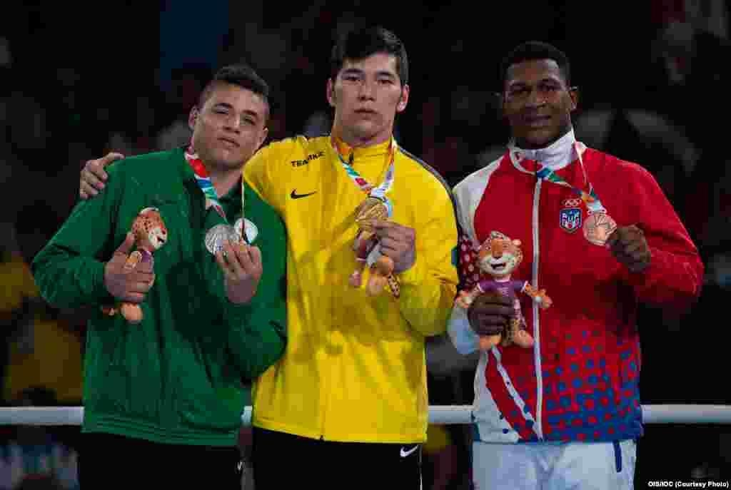 18 жастағы боксшы Айбек Оралбай 91 келі салмақтың финалында алжирлік Амини Хасидті жеңіп, чемпион атанды.