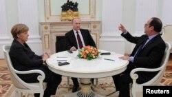 Германия канцлеры Ангела Меркель, Русия президенты Владимир Путин һәм Франция президенты Франсуа Олланд Мәскәүдә очраша. 6 февраль 2015