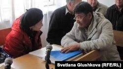 Талас Сагимбаев в суде на процессе по иску Кажимкана Масимова. Астана, 5 октября 2011 года.