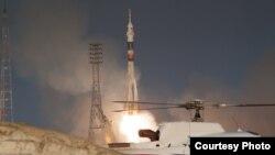 """Старт ракеты """"Союз"""" на космодроме Байконур."""