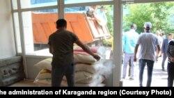 Сбор гуманитарной помощи пострадавшим в городе Арысь. Караганда, 25 июня 2019 года.