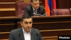Armenia - Armen Rustamian, a leader of the opposition Armenian Revolutionary Federation, speaks during parliament hearings on a voting reform demanded by the opposition, 15Feb2012.