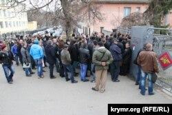 Черга до сімферопольського військкомату, грудень 2014 року
