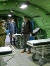 Presedintele Klaus Iohannis inspectând spitalul mobil din curtea Institutului de Geriatrie, Ana Aslan