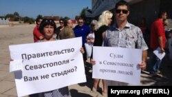 Митинг против чиновников и судей, которые нарушают права жителей Севастополя на собственность. 31 июля 2017 года