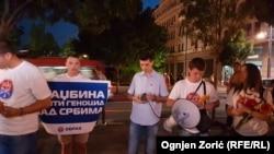 Mladen Obradović i aktivisti Obraza na protestu protiv skupa sećanja za žrtve genocida u Srebrenici (11. jul 2017)