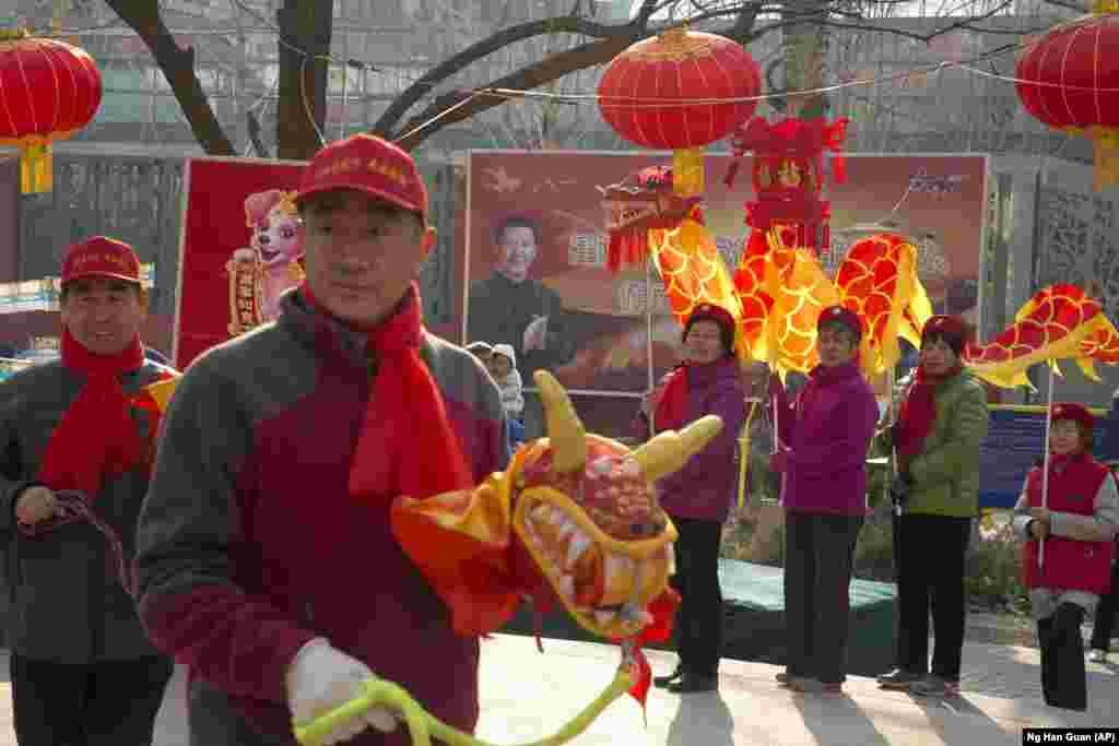 Конституция Китая ранее налагала ограничение на срок пребывания на посту президента, ограничивая его двумя сроками. Принятая на днях поправка отменяет систему, введенную бывшим китайским лидером Дэн Сяопином в 1982 году.