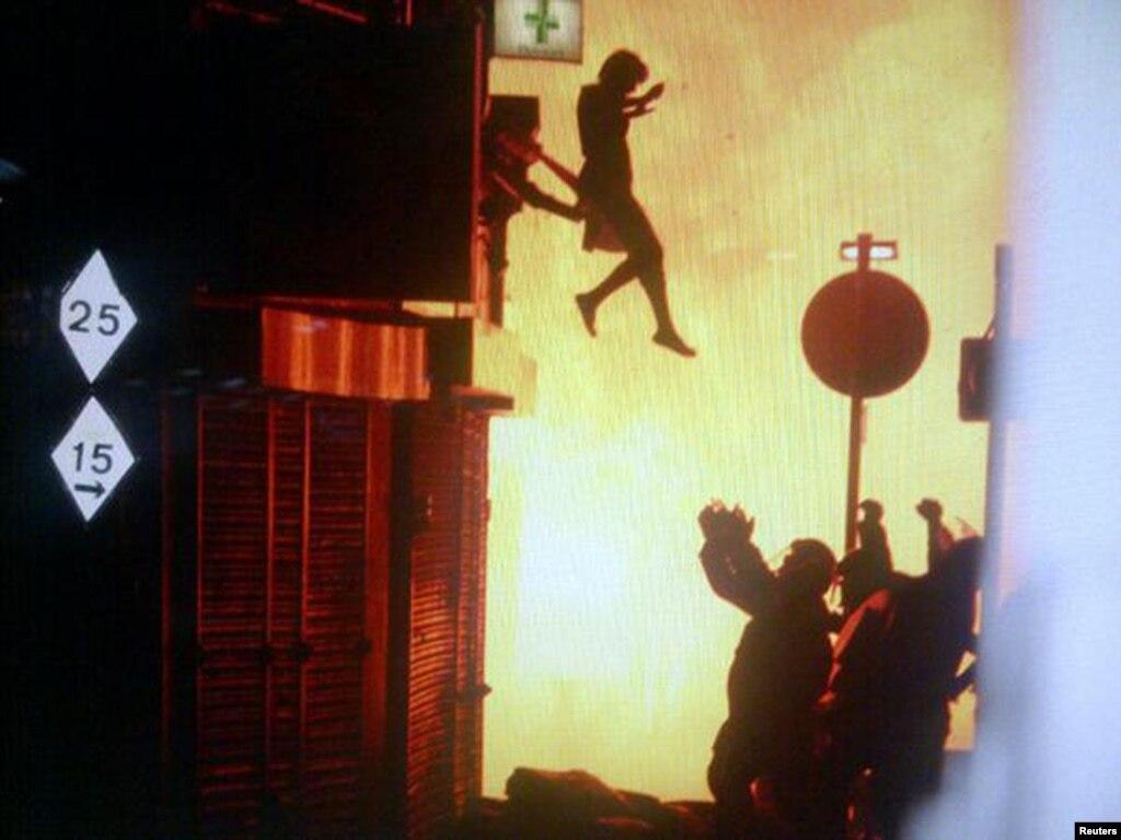 Прыгающая девушка на члене 8 фотография