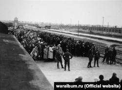 Прибуття в'язнів до концтабору «Аушвіц». Перший етап відбору