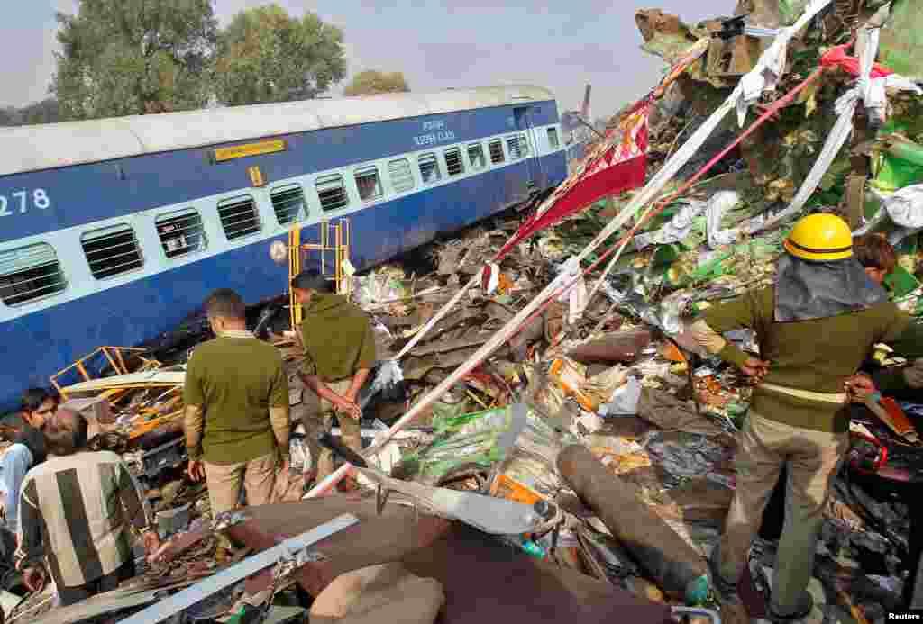 Крушение произошло около 3:10 утра поместному времени около города Пухрайан вштате Уттар-Прадеш, в100 километрах открупного города Канпур