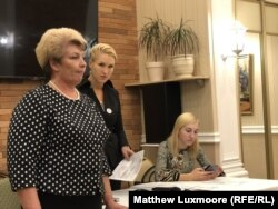 "Anastasia Vasilyeva (center) challenges government official Tatyana Menshchikova (left) over the ""closure of the TB clinic."