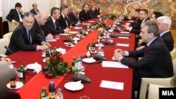 Архивска фотографија: Лидерска средба кај претседателот Ѓорге Иванов на 7 февруари 2011 година.