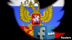 Российский флаг и логотип Facebook