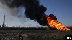 Газопровод горит в районе Дебальцева