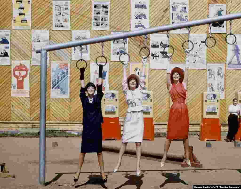 Советскую экзотику использовали и для постановочных фотографий.