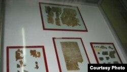 «Анализ чернил и анализ пергамента позволит сказать, где были произведены эти свитки — на Мертвом море, или это было сделано в другом месте, например, в Иерусалиме». [Фото — <i>GNU Free License Documentation</i>]