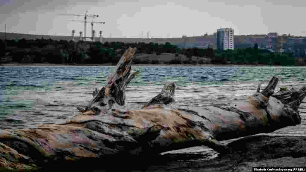 Симферопольское водохранилище во время грозы