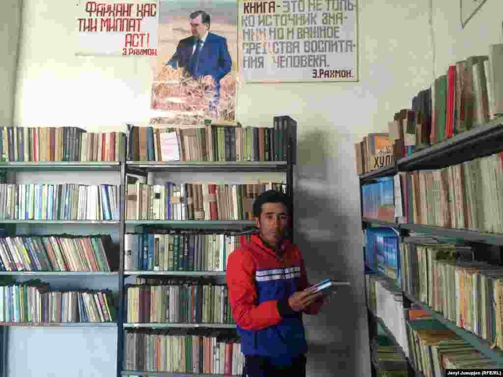 Local teacher Zamir Nazarmambetov in the school library. We can see the portrait of Tajik President Emomali Rahmon on the wall. The books are mostly in Russian and Kyrgyz. Zamir says that there have been no new deliveries from Kyrgyzstan since the fall of the Soviet Union in 1991.