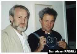 Dan Alexe în cursul filmărilor din Cecenia: cu Ahmed Zakaev