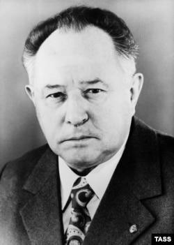 Министр Мильке получил тревожную информацию о положении дел на этом «фронте» в 1963 году. И он издал в связи с этим приказ, который мы, к сожалению, до сих пор не нашли