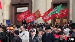 تظاهرکنندگان حامی روسیه در خارکف در شرق اوکراین- ۱۸ فروردین ۱۳۹۳