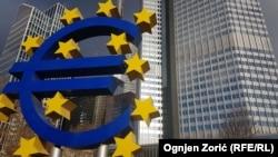 România nu e încă pregătită să adere la moneda euro, cred analiștii