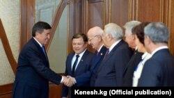 ТүркПАнын өкүлдөрү менен президент Сооронбай Жээнбеков жолугушту. 8-декабрь, 2017-жыл.
