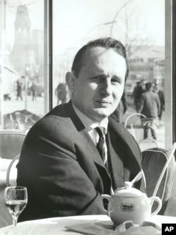 رولف هوخوت، ۱۹۶۳