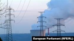 Цените на тока за бизнеса са се увеличили с 80% за година.