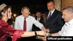 Ռուսաստանի և Ադրբեջանի նախագահները շրջում են Բաքվում, 13-ը օգոստոսի, 2013թ․
