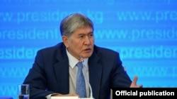 Алмазбек Атамбаев маалымат жыйыны учурунда