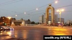Душанбедегі Сомони ескерткіші мен алаңы