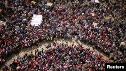 """Ал-Сиси президент Муҳаммад Мурсий ҳукуматига қарши намойишларни халқ иродасининг """"мисли кўрилмаган"""" ифодаси, дея атади."""