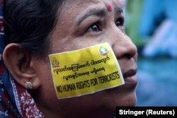 Vlasti su Arakan Rohindža vojsku spasa proglasile terorističkom organizacijom; Foto: Protest podrške vlastima, Jangon, Mjanmar, septembar 2017.