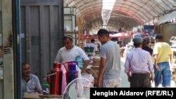 Приграничный рынок на границе Узбекистана, Таджикистана и Кыргызстана.