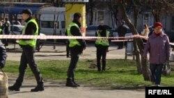 На месте убийства сотрудника контрразведки СБУ Александра Хараберюша в Мариуполе. Осужденная за это преступление Юлия Просолова – одна из тех, кого Украина передала России