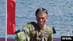 Російський морський піхотинець під час святкування дня Чорноморського флоту Росії, 2008 р.