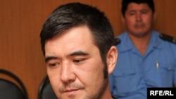 Подследственный Алибек Шайхиев находится на приеме у представителя прокуратуры Атырауской области. Атырау, июль 2009 года.