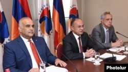 Opposition leaders Raffi Hovannisian (left), Seyran Ohanian (center), and Vartan Oskanian speak to reporters in Yerevan on March 31. Their bloc has affirmed its readiness to form a coalition with any political force capable of bringing about real changes, but not with the HHK.
