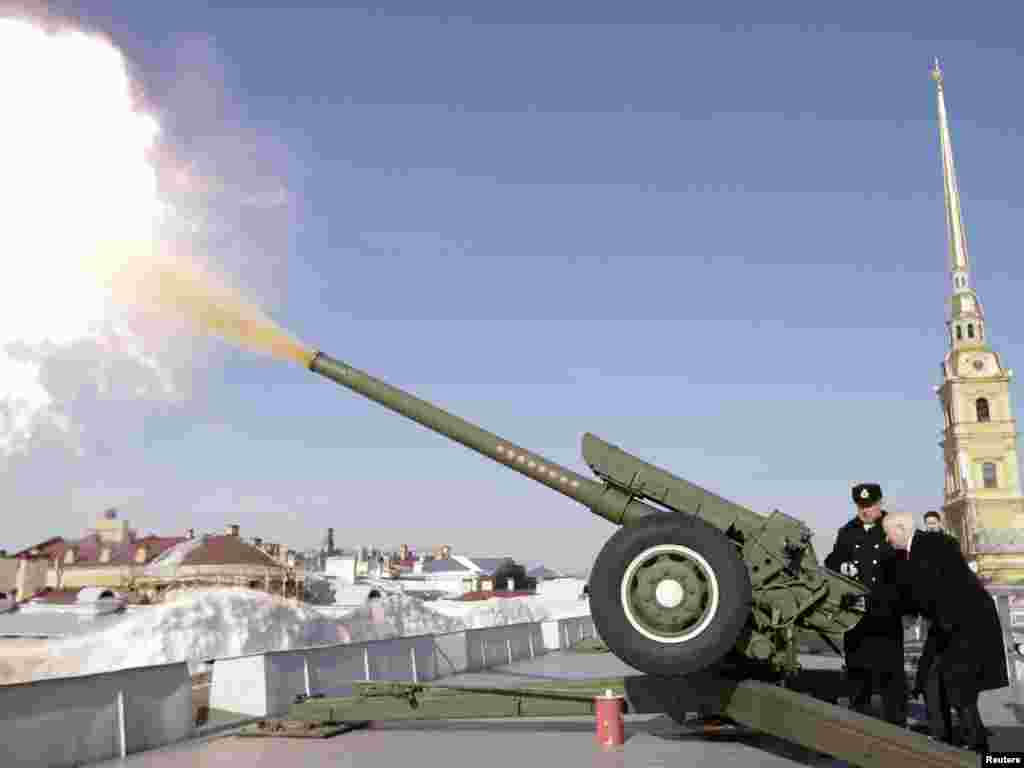 U.S. Defense Secretary Robert Gates fires the noon cannon at Peter and Paul Fortress in St. Petersburg, RussiaPhoto by Charles Dharapak for Reuters