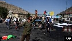 На месте терактов в Кабуле (23 июля 2016 года)